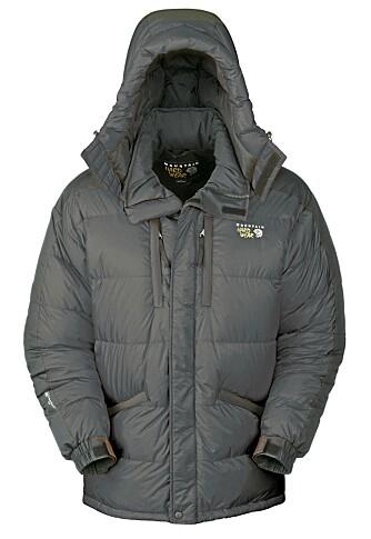 DÅRLIGERE ISOLASJON: Dunjakken isolerer ikke like bra som de største jakkene og veier noe mer enn jakker med trilsvarende størrelse og tykkelse.