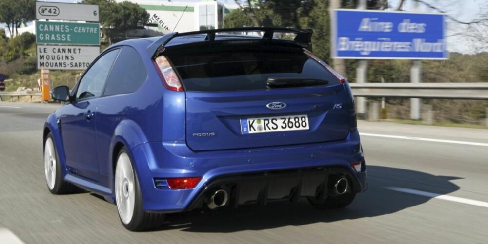BANEBEIST: Lanseringen av Focus RS fant sted i traktene rundt Nice i det sydlige Frankrike. Finanskrisen får trolig ta skylden for at det bare ble kjøring på ordinære veier. Denne bilen ber nemlig om banetid.