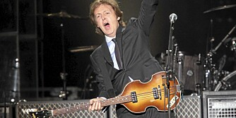 KJENNEMERKE: Paul McCartney med sin venstrehåndsbass.