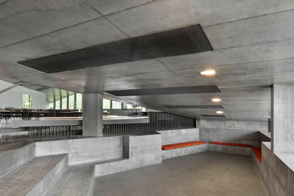 FUNKSJONELT: Betong er benyttet i fin kontrast og harmoni med kun to andre materialer: stål og glass.