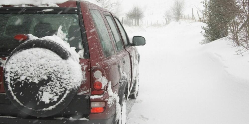 PIGGENE UTE: For uerfarne sjåfører kan det være smart å velge piggdekk. FOTO: Newspress
