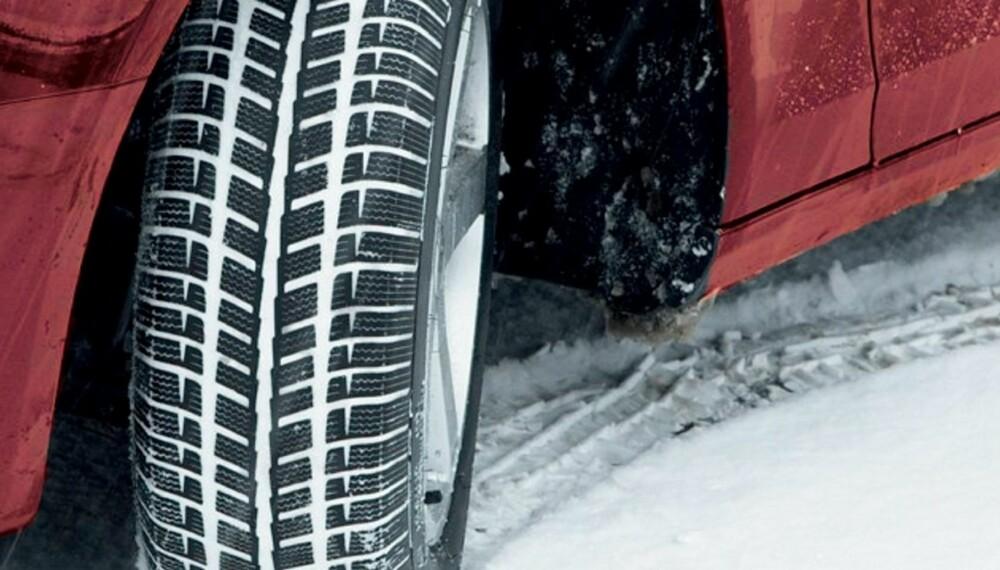 VINTER: Det perfekte vinterdekket finnes ikke, og for mange kan et rimeligere vinterdekk være godt nok. FOTO: Newspress