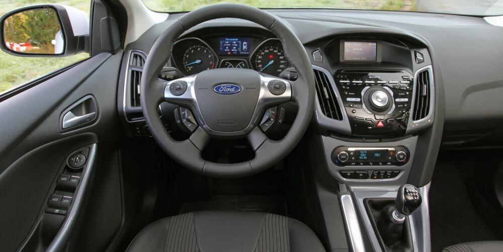SPACE INVADERS: Førermiljøet er Ford Focus' akilles. Et veritabelt knappehelvete i en simpel innpakning som minner om noe fra en elendig sci-fi-film.