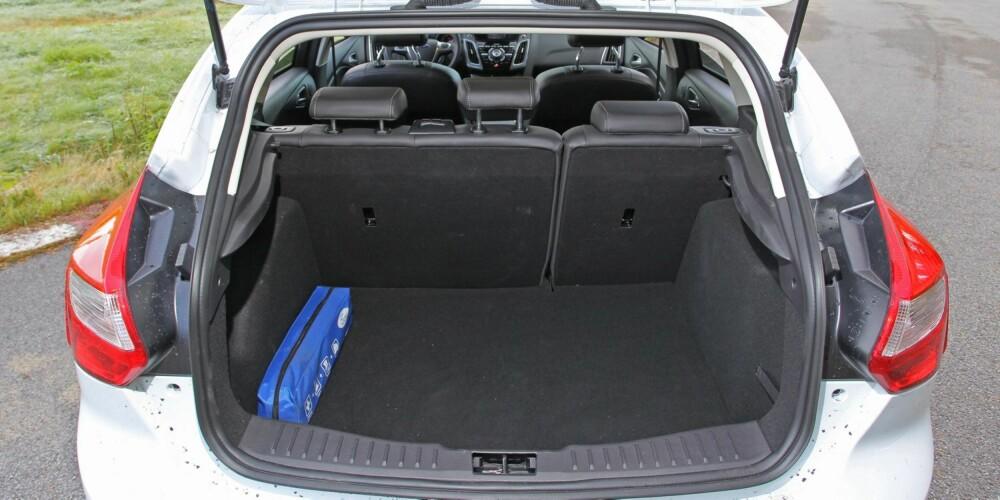 STØRRE: Bagasjeplassen i Ford Focus er på 363 liter ¿ 1148 liter med seteryggen nedfelt.