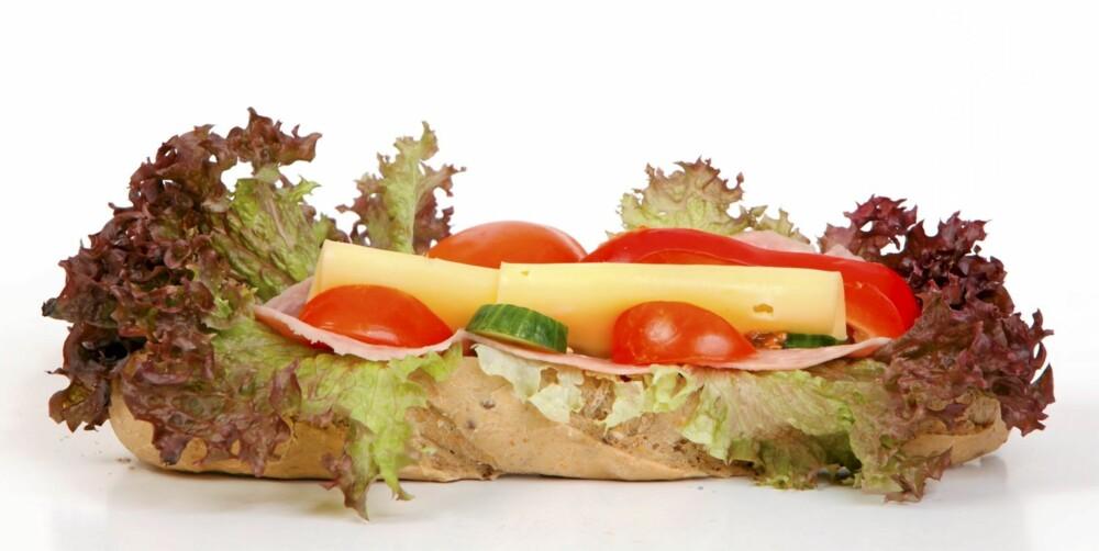 FETENDE BAGETT: Det er ikke fettet i osten som er problemet, men karbohydratene i bagetten.
