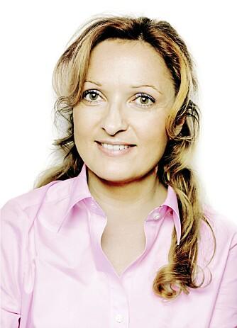 BARNELEGE MED BOK: Betty Kalikstad har nettopp gitt ut oppslagsverket 'Barn og medisiner'.