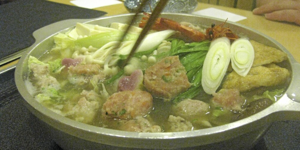 CHANKO-NABE: Servert på restaurant, full av godsaker.