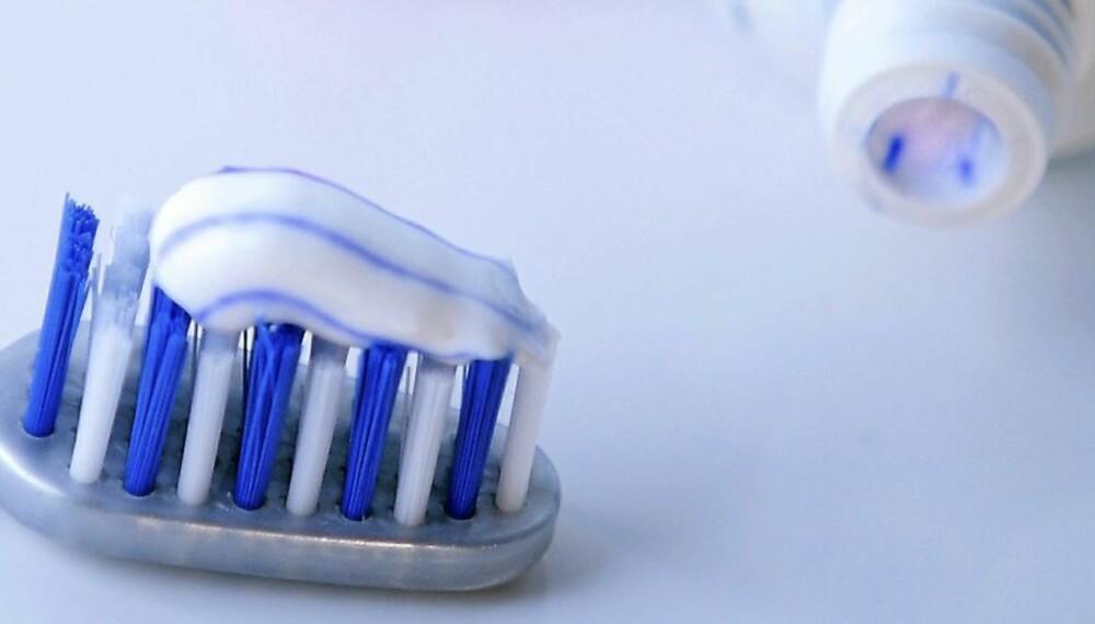 TANNKREM: Tannlegen har ikke troen på bleketannkrem. Bruk heller tannkrem med mye fluor er deres mening.