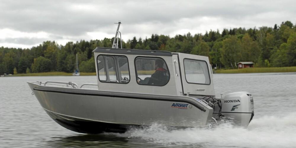 HELÅRSBÅT: Hvis du har planer om å bruke båten tidlig på våren, sent på høsten, eller kanskje også hele året, er en styrehyttebåt løsningen.