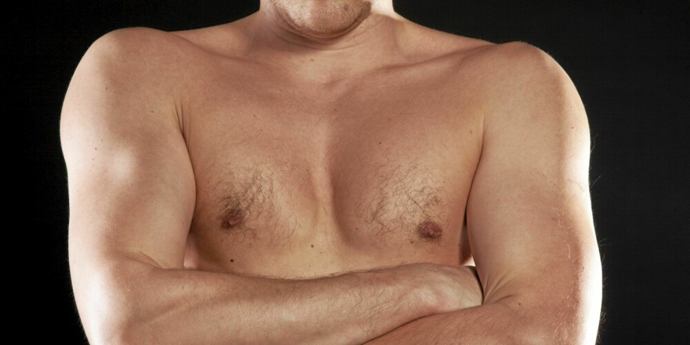 FØLSOMME: Noen menn har svært følsomme brystvorter, andre ikke, men hele brystkassen kan være en erogen sone.
