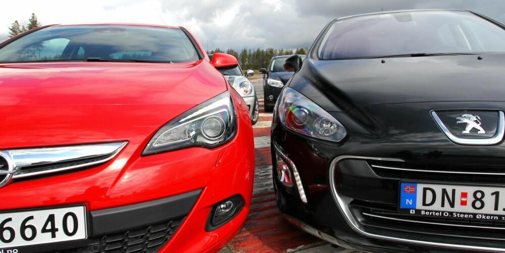 BENSINMOTORENS HEVN: Disse bilene demonstrerer bensinmotorens fortreffelighet. Foto: Petter Handeland