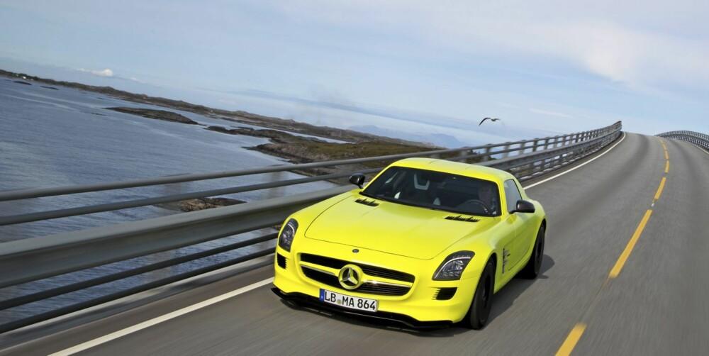 HERLIG: På landeveien er den überheftige elbilen virkelig en nytelse. Draget er vanvittig...