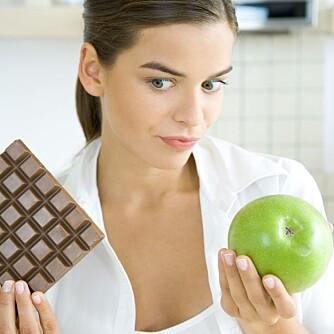 TRANGE KLÆR: Sitter buksa eller bunaden litt trangt, er frukt et langt bedre valg en sjokolade. Enda mer effektivt kan det ære å faste noen dager.
