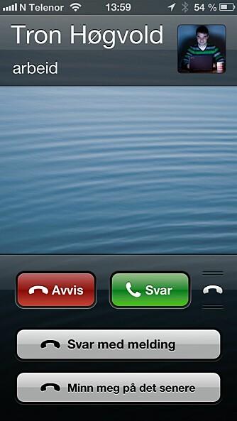 SVAR MED SMS: På iPhone kan du svare med en melding.