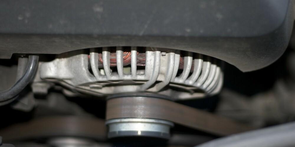 DEKK TIL: Dynaomoen er en typisk komponent i motorrommet som bør dekkes til. FOTO: Terje Haugen