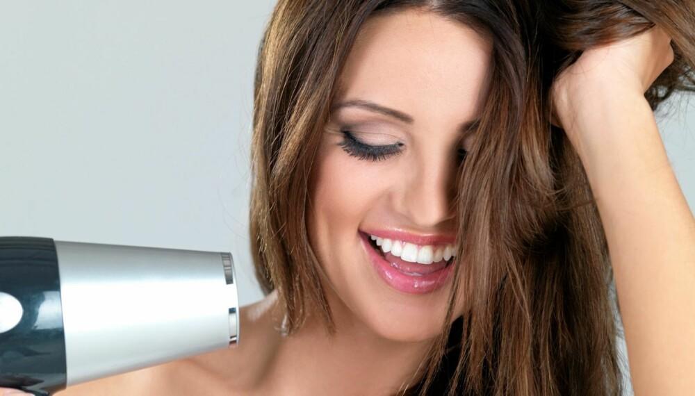 FØNEREN ER DIN BESTE VOLUMVENN: Å bruke hårføner er et must hvis du vil ha volum i håret.