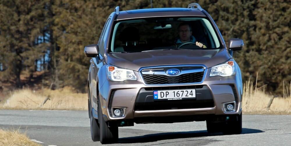 MER ROBUST: På dårlig vei innfrir Forester Subarus ry om at de bygger litt mer robuste biler. Den er hel ved der nære konkurrenter klynker. FOTO: Petter Handeland