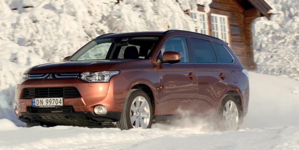 I MIDTEN: Mitsubishi Outlander legger seg mellom de to andre når det gjelder kjørefølelse.