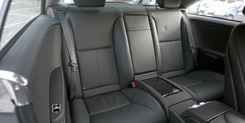 Mercedes CL 500 4Matic er et palass for to, mens baksetene er best egnet for kortere turer.