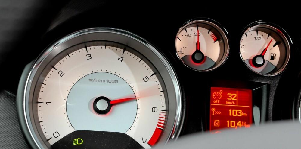 RØDT: Den 1,6-liters bensinturboen yter 200 hk fra 5500-6800 o/m og har et dreiemoment på 275 Nm fra 1700-4500 o/m. Responsen er umiddelbar. FOTO: Petter Handeland