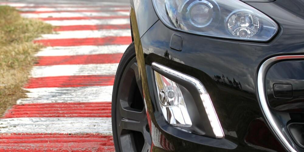 BULLSEYE: Det tar ikke mange svingene før du kjenner at, jepp ¿ her har franskmennene truffet GTI-blinken. Peugeot 308 GTI styrer lynkjapt og laserpresist dit du vil ha den. FOTO: Petter Handeland