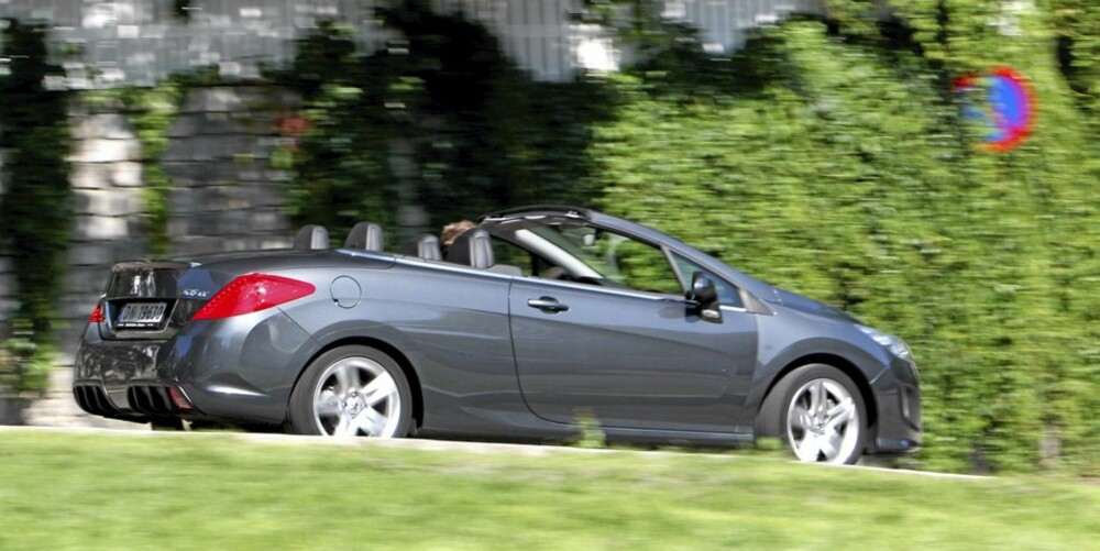 MOMENTSTERK MOTOR: Turbodieselen, som mange ikke forbinder med kabriolet, byr på masse krefter uten at støy sjenerer opplevelsen.