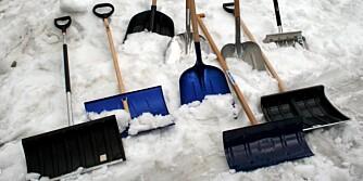 SNØSKUFFER: Vi har testet forskjellige typer snøskuffer og spader i ulike prisklasser.