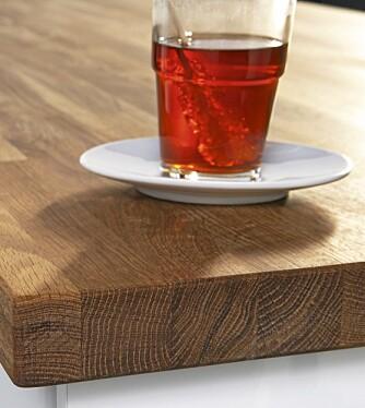 Kjøkkenbenk i heltre som eik bør behandles med varsomhet. Eik er et levende materiale som krever mer enn benkeplater ac laminat eller granitt.