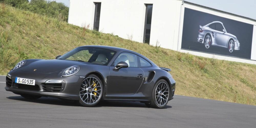 NYTT OG GAMMELT: Helt siden tidlig 70-tall har Porsche laget turboversjoner av 911, alle med legendestatus.