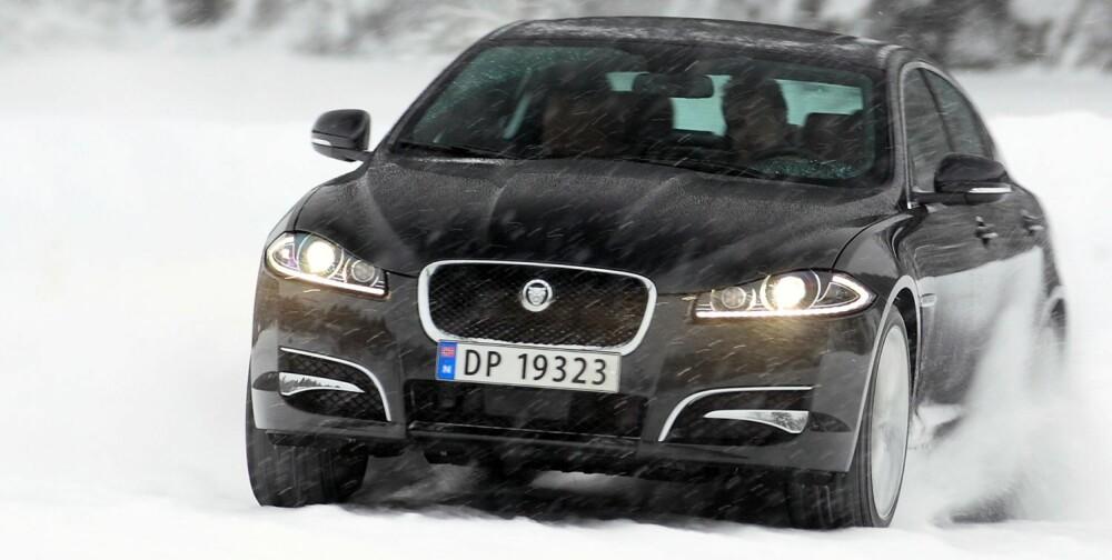 SÆRPREG: Jaguar XF skiller seg tydelig i utseende fra konkurrerende storbiler. Dessverre fås den bare som sedan dersom du skal ha firehjulsdrift. FOTO: Egil Nordlien, HM Foto