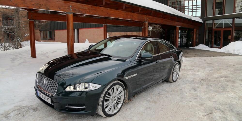 KORT ELLER LANG: Du får Jaguar XJ både som kort og lang versjon. Den korte er 5,13 meter, så mål garasjen før du signerer på kontrakten...