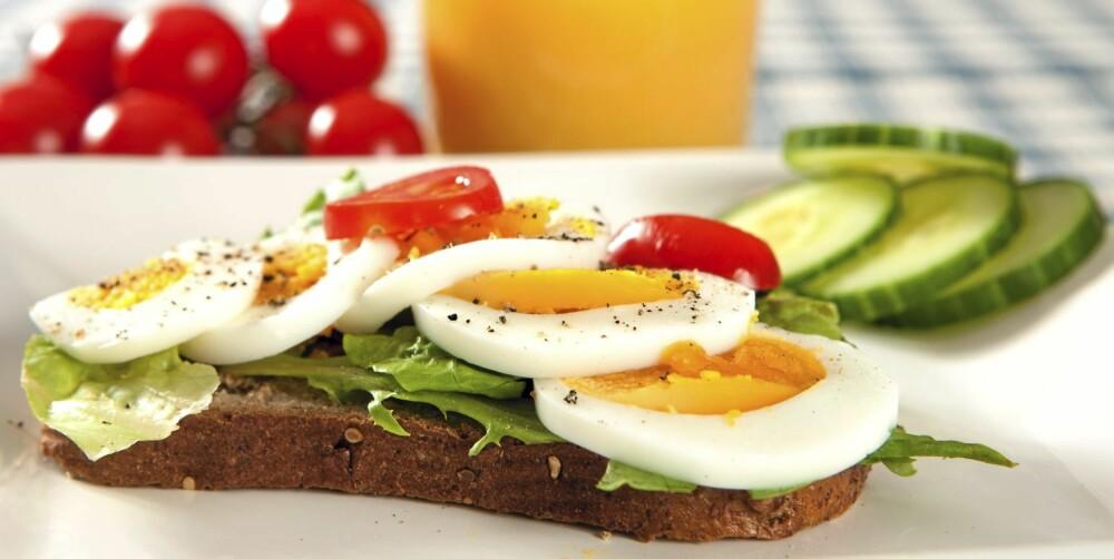 FROKOST: Velg grovt brød. Kokt egg og agurk er supert pålegg.
