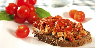 FISK: Makrell i tomat er sunt og godt pålegg.