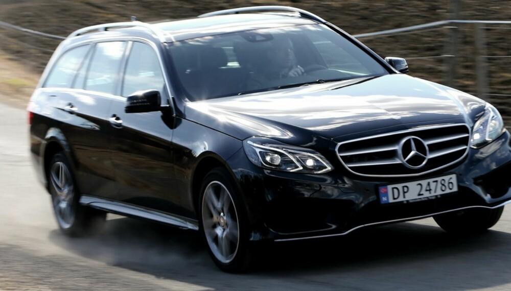 LOKOMOTIV: Mercedes E 250 CDI 4Matic gir en svært stabil og trygg kjørefølelse. Den har kapasitet til mye mer enn det du bør prøve ut her hjemme. Et sett av nytt eller forbedret sikkerhetsutstyr (noe standard, noe ekstrautstyr) har fått samlebetegnelsen Intelligent drive. Med mer datakraft og bedre sensorikk skal det snakke bedre sammen og gjøre bilen tryggere. FOTO: Terje Bjørnsen