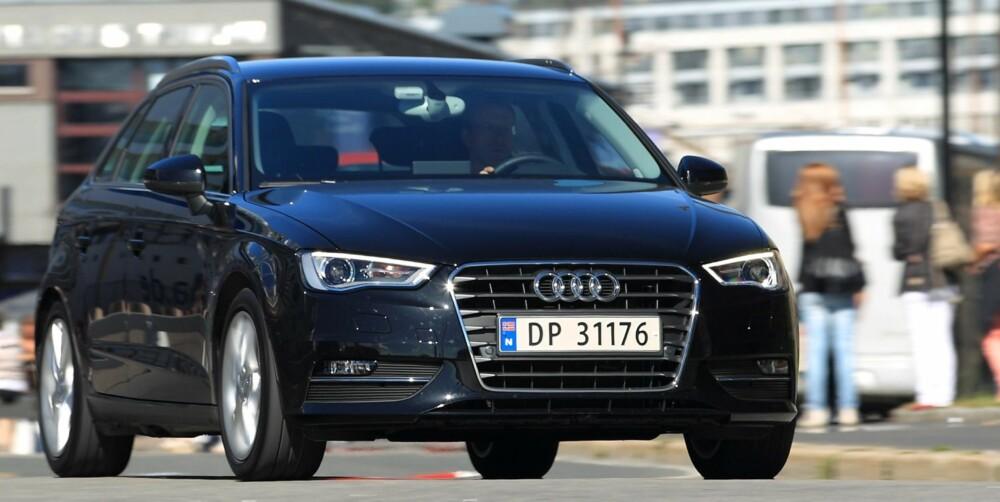 BEST FORFRA: I fronten har Audi A3 Sportback skarpe og småaggressive linjer som sladrer om at dette er en sportslig bil, også med liten motor. FOTO: Egil Nordlien, HM Foto