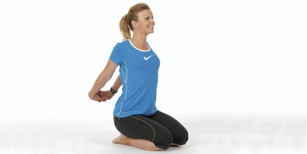 STREKK BRYSTMUSKLENE: Gir god kroppsholdning.