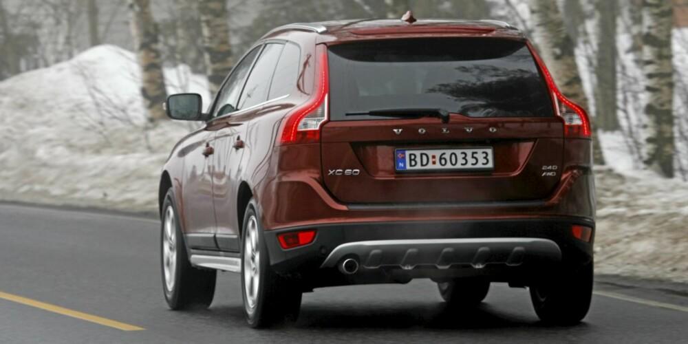 ELEGANT: Måten baklyktene er dratt oppover bilens hekk på er svært så elegant. Dette en Volvo som vekker oppmerksomhet, noe vi ikke har vært bortskjemt med tidligere.