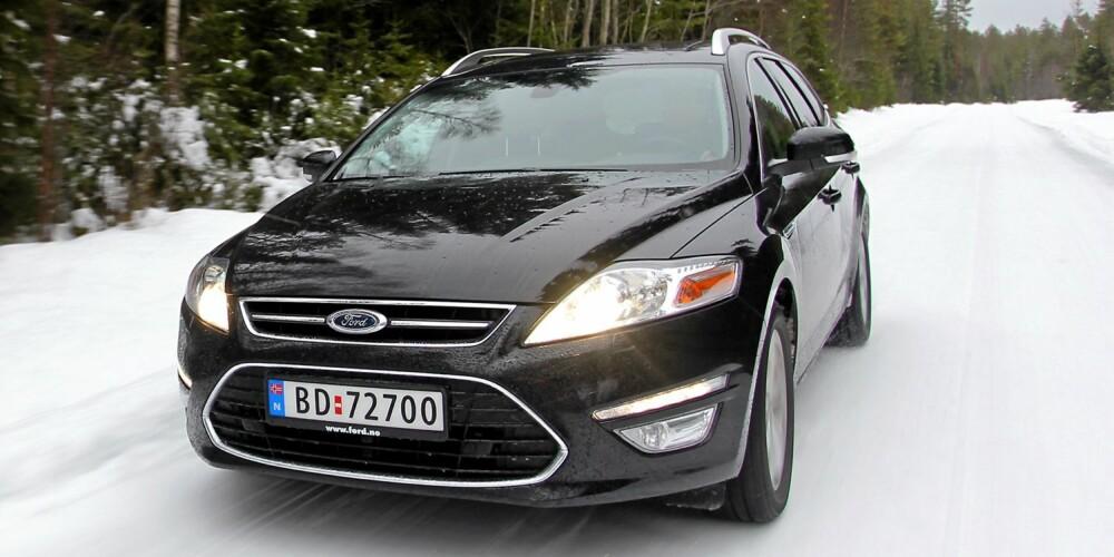 BEST I TEST: Ford Mondeo 1,6 TDCI: Ford Mondeo har mest storbilfølelse og mest plass totalt sett. 1,6-literen er tilstrekkelig sterk. Bilen er fortsatt blant våre absolutte favoritter når det gjelder kjøreegenskaper.