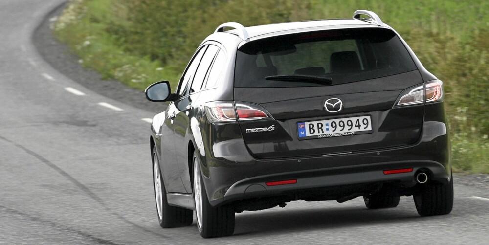 STIL: Da den første generasjonen Mazda 6 kom, viste den at en folkestasjonsvogn også kan se godt ut. Den ferskeste versjonen følger opp dette.