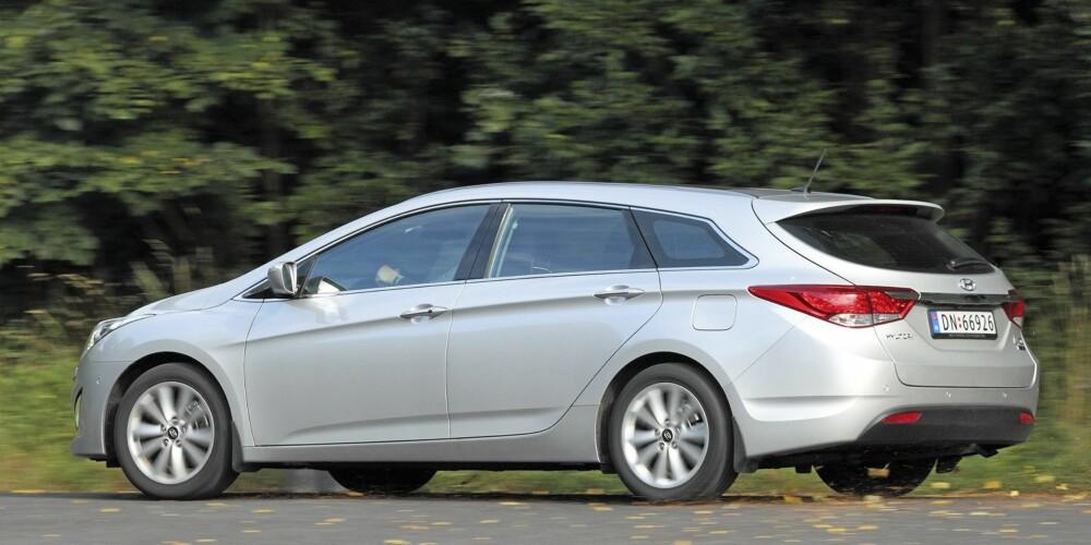 SPORTSLIG: Formene er skapt ved Hyundais designsenter i Tyskland. I våre øyne er i40 blant familiebilene som tar seg best ut per i dag. FOTO: Egil Nordlien, HM Foto