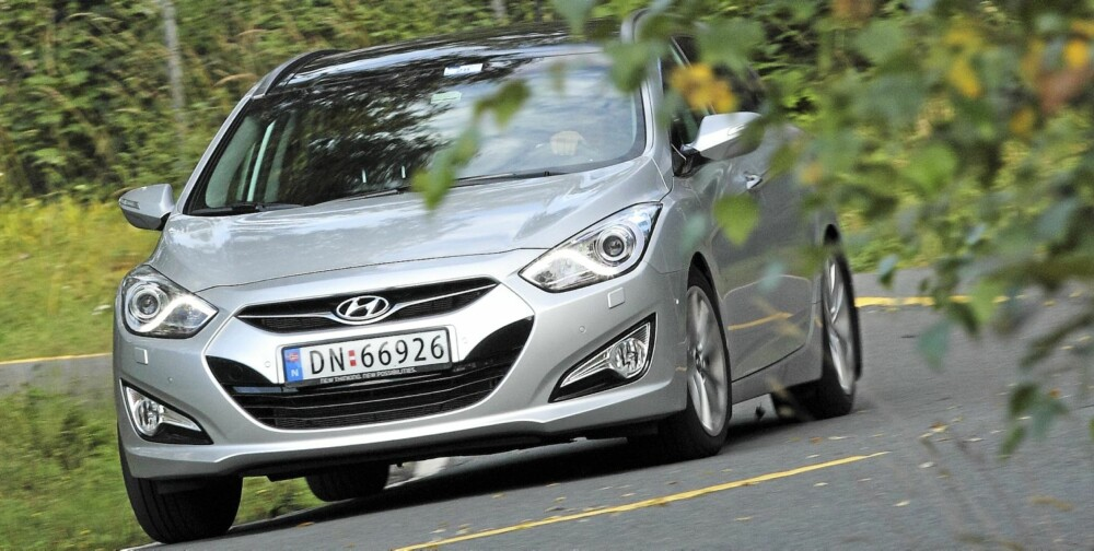 KJØREGLEDE: God styrefølelse bidrar kraftig til at Hyundai i40 er morsom å kjøre. en er direkte og leken, men ikke blant de enkleste å kontrollere når den settes på de hardeste prøvene. FOTO: Egil Nordlien, HM Foto