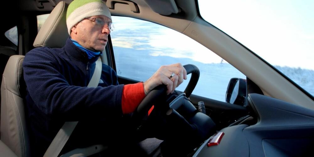 UNDERSTYRT: Snødekket viser oss en svakhet ved CR-Vs kjøreegenskaper: Den har betydelig understyring i veigrepets grenseområde, og denne grensen nås tidligere enn i konkurrentene. FOTO: Egil Nordlien, HM Foto
