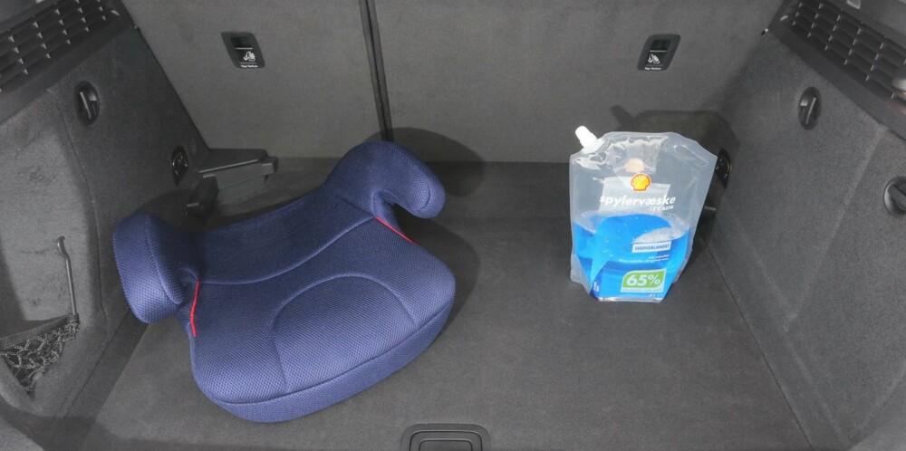 BLANT DE BESTE: I bagasjerommet høster du belønningen for tradisjonell karosseridesign. Audi-en er blant de rommeligste i klassen. FOTO: Terje Bjørnsen