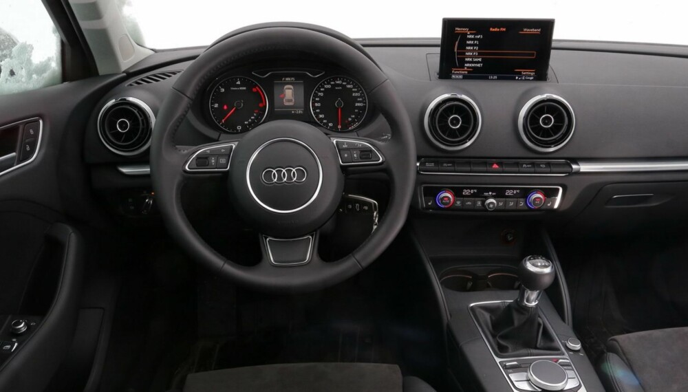 OVERSIKT: Førermiljøet i Audi A3 Sportback er meget funksjonelt, nærmest minimalistisk med, men med høy materialkvalitet. FOTO: Terje Bjørnsen