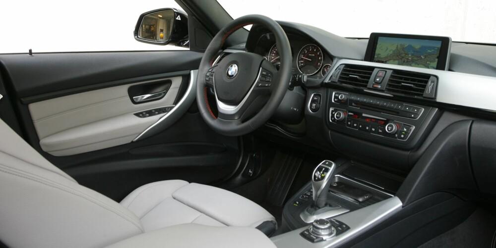 FINT, MEN DYRT: Om grunnprisen ikke er ufin, så blir BMW 320i fort en dyr bil når du begynner å plusse på utstyr. Testbilen har ekstrautstyr for over 200.000 kroner, og da blir det riktig lekkert. FOTO: Petter Handeland