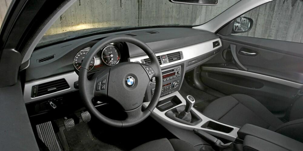 TYSK PRESISJON: Interiøret er ryddig og ergonomisk riktig, men begynner å bli litt gammelmodig.