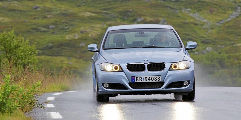 KOMFORTABEL: Med moderate hjul, og vanlig understell, er 3-serie også komfortabel.