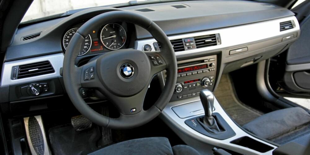 BAYERSK: Interiøret er umiskjennelig bayersk, men med sportsseter og plostret M-ratt blir trivselsfaktoren likevel helt på topp.