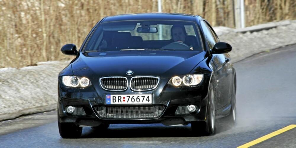 KJØREBIL: Bilen er sprek nok, men det er gortsatt egenskapene på svingete vei som imponerer mest.