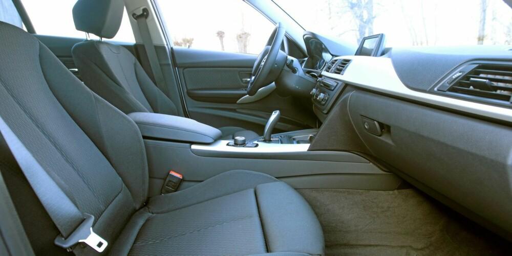 FØRERMILJØ: Betjening og ergonomi følger typisk BMW-maner; enkelt, oversiktlig og med solid kvalitetsfølelse